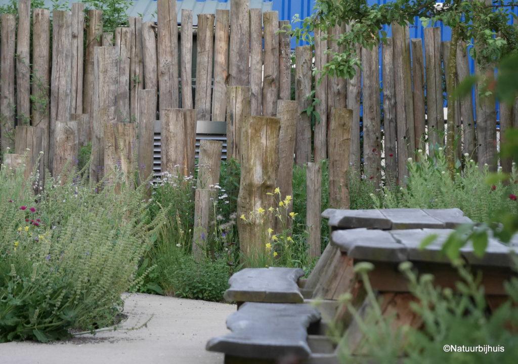 bedrijfstuin natuur bij huis kastanjehout chestnut