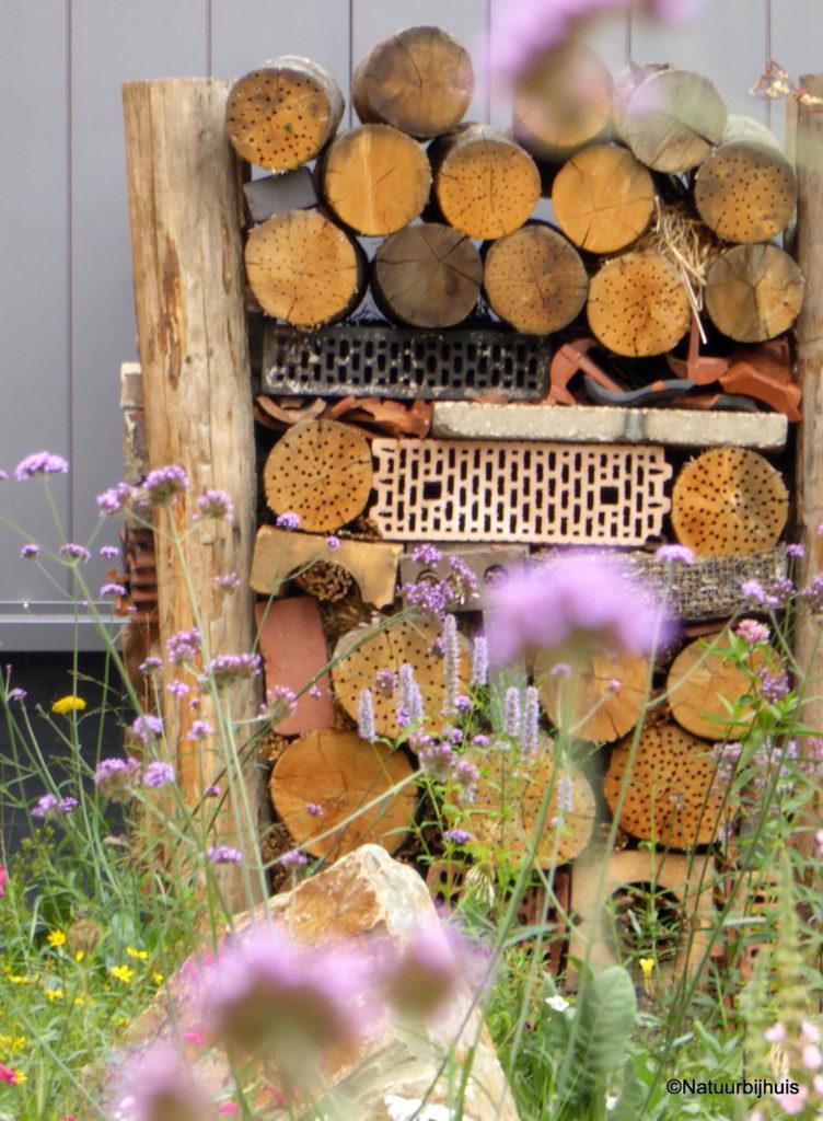 insectenhotel natuur bij huis natuurtuin