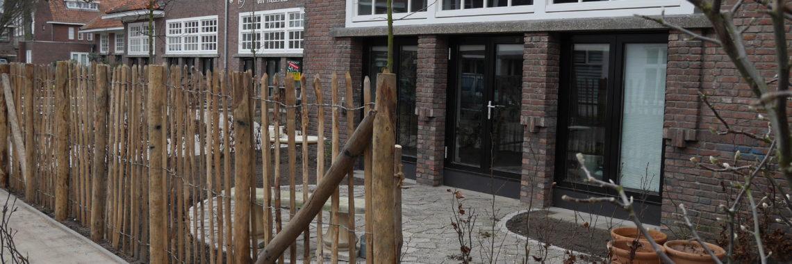 voortuin hergebruik tegels voormalig schoolplein kastanje hek